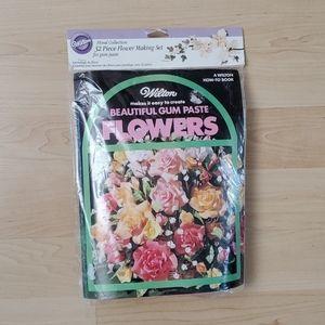 NWT Wilton 32 pc Flower Making Set